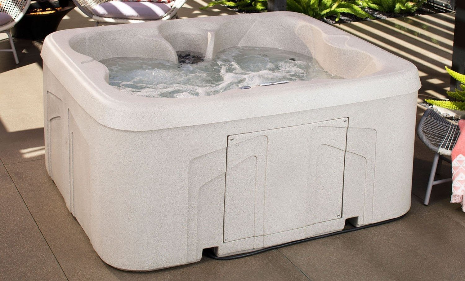 Lifesmart Rock Solid Simplicity Plug and Play 4 Person Spa