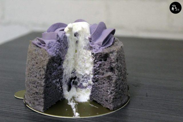 紫色的cream極濃紫薯味,口感較thick,和雲朵蛋糕非常配合
