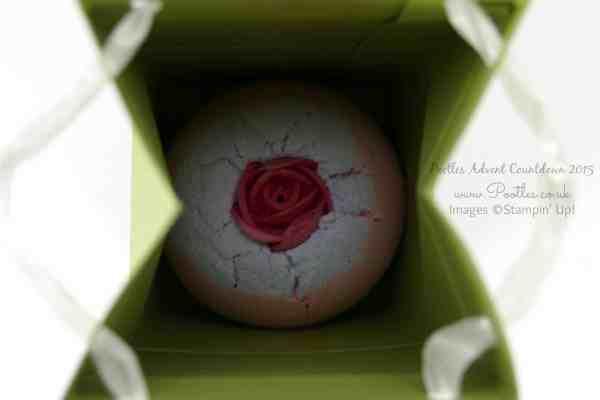 Pootles Advent Countdown #16 Bomb Cosmetics Bath Bomb Box Tutorial Inside!