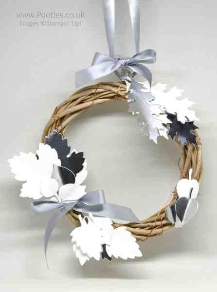 Pootles Advent Countdown 2016 #24 Leaflets Illuminated Wreath