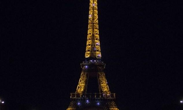 La Tour Eiffel illuminée la nuit