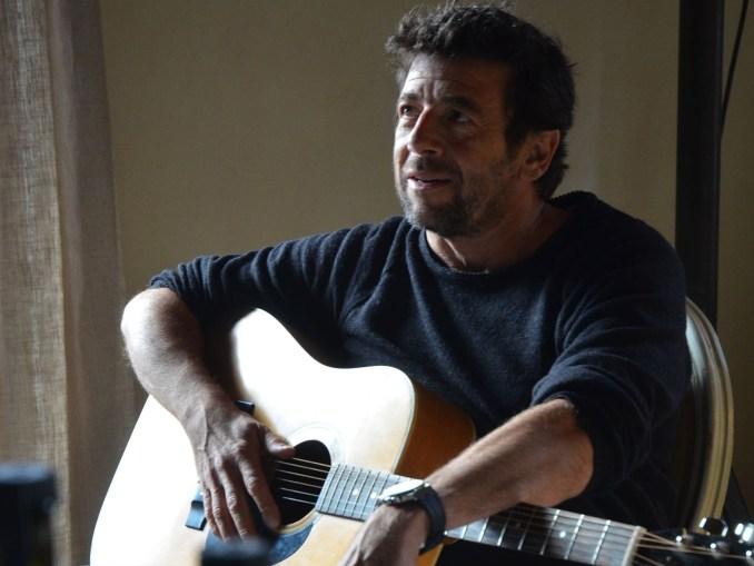 Patrick Bruel fait partie des artistes qui ont joué des concerts bénévoles sur internet.