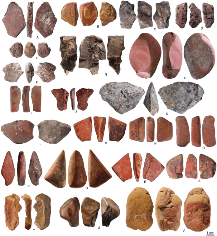 Pieces of ochre found in Porc-Epic.