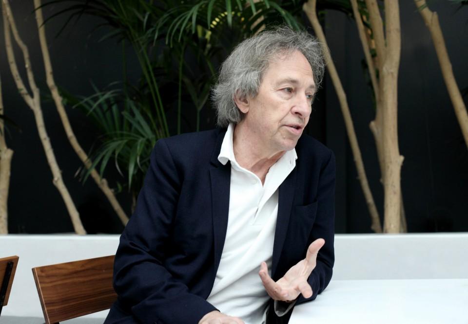 French philosopher - novelist Pascal Bruckner at the Museum of Cycladic Art, Athens, November 2015 / Ï ãÜëëïò öéëüóïöïò, äïêéìéïãñÜöïò êáé ìõèéóôïñéïãñÜöïò ÐáóêÜë ÌðñõêíÝñ óôï Ìïõóåßï ÊõêëáäéêÞò ÔÝ÷íçò, ÁèÞíá, ÍïÝìâñéïò 2015