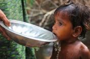Picture © Operation Blessing | Num ano, 2.2 milhões de pessoas morreram devido à ingestão de água contaminada. A maioria tinha menos de cinco anos.