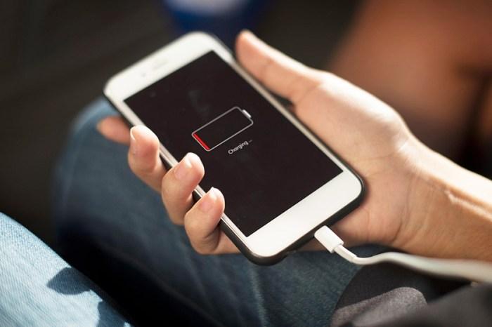 「手機沒電的人,快進來一起崩潰吧!」只有 5% 電以下才能使用的聊天 APP