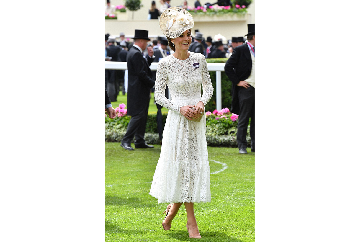 凱特皇妃 Kate Middleton 經常拿 clutch  原來大有理由
