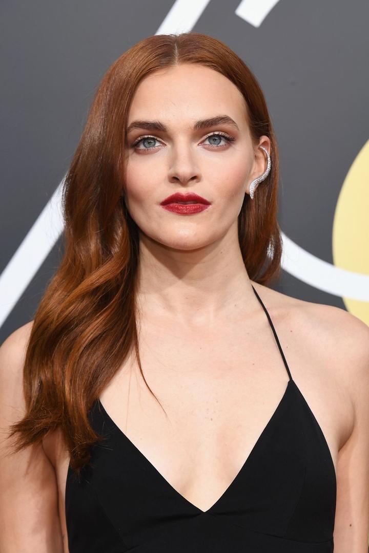 金球獎女星一律選擇以黑禮服上場  妝容髮型方面又如何突出搶鏡呢