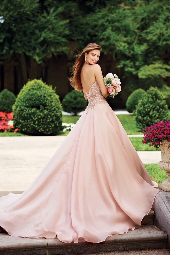 婚紗真的沒有規定是白色的  粉紅色可以讓你看起來更仙氣十足
