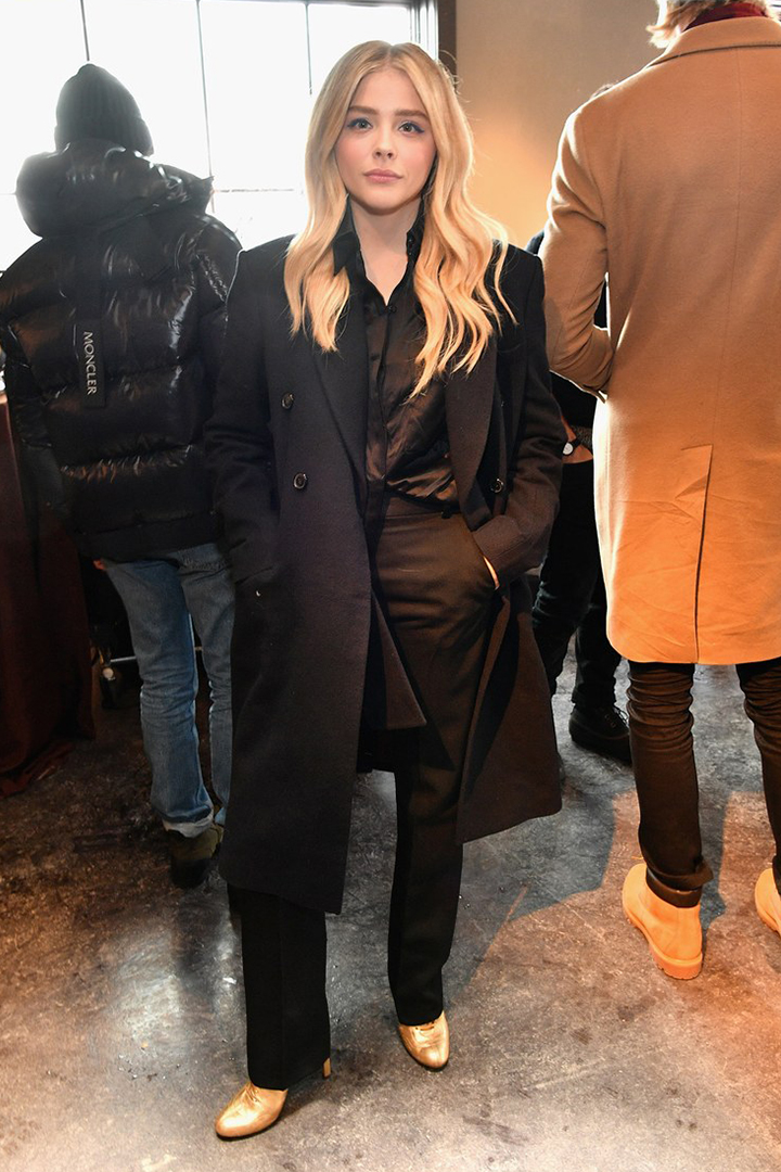 Image of 穿上男友媽媽的作品!Chloë Grace Moretz 同一天演繹 2 款 Victoria Beckham 造型