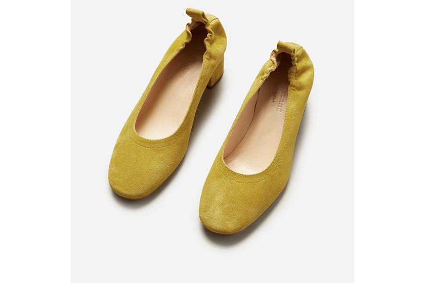 被譽為最好穿的高跟鞋的 Everlane the day heels  終於補貨