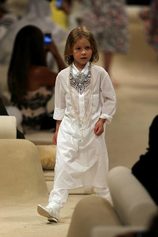 老佛爺的寵兒是這個九歲的帥氣小超模  Hudson Kroenig
