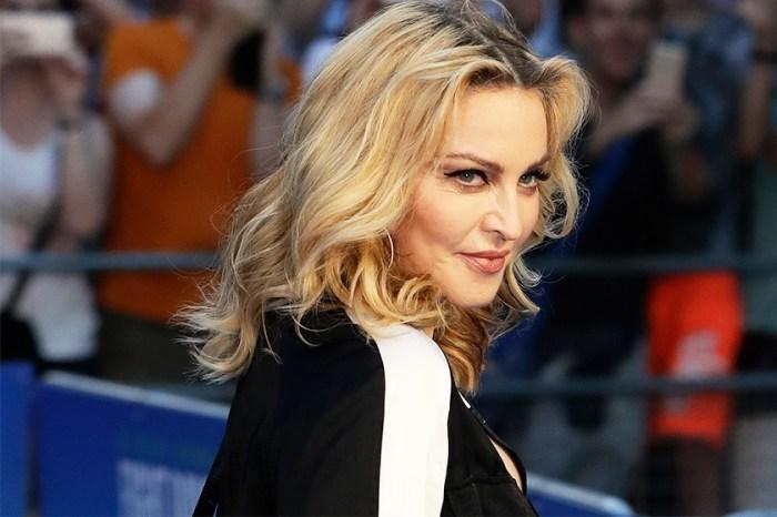 天后作風超大膽!Madonna 自拍半裸照 IG 大曬手袋,惹來網民極大迴響!