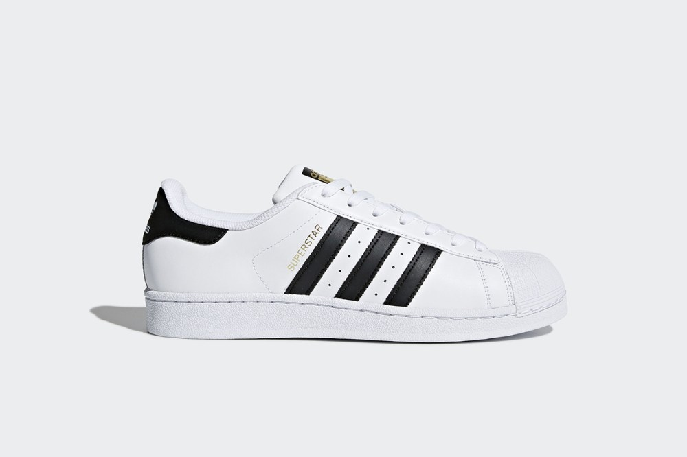 eBay 公佈 2017 年銷量最高的 3 款波鞋分別是  adidas Originals Superstar  Reebok Classic   Nike Cortez