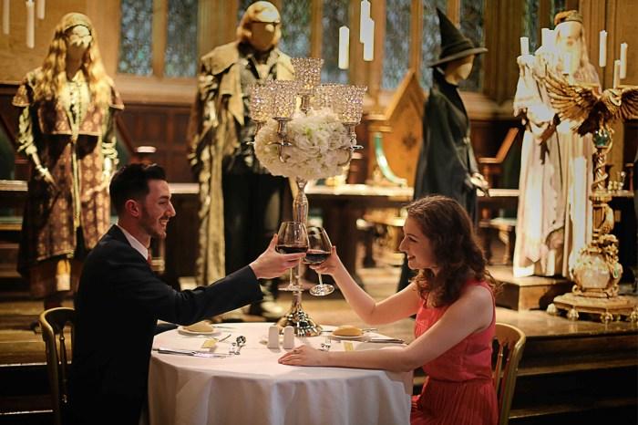 在 9 又 4/3 月台一起喝著奶油啤酒….和戀人來 Hogwarts 度過最奇幻的情人節吧!