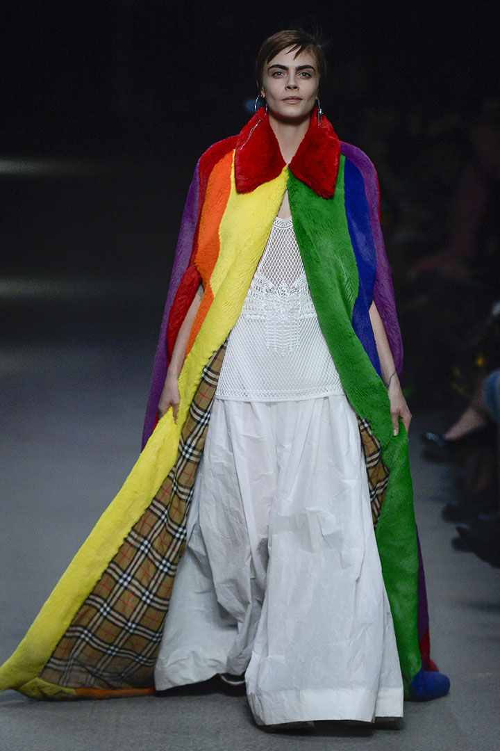Christopher Bailey 最後一場 Burberry 彩虹時裝騷展現對 LGBTQ 支持
