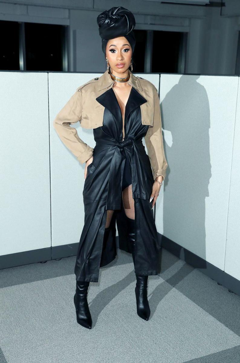 誰說貴就是時尚 Cardi B 在紐約時裝週亮相的這雙平價靴款 氣勢照樣征服全場