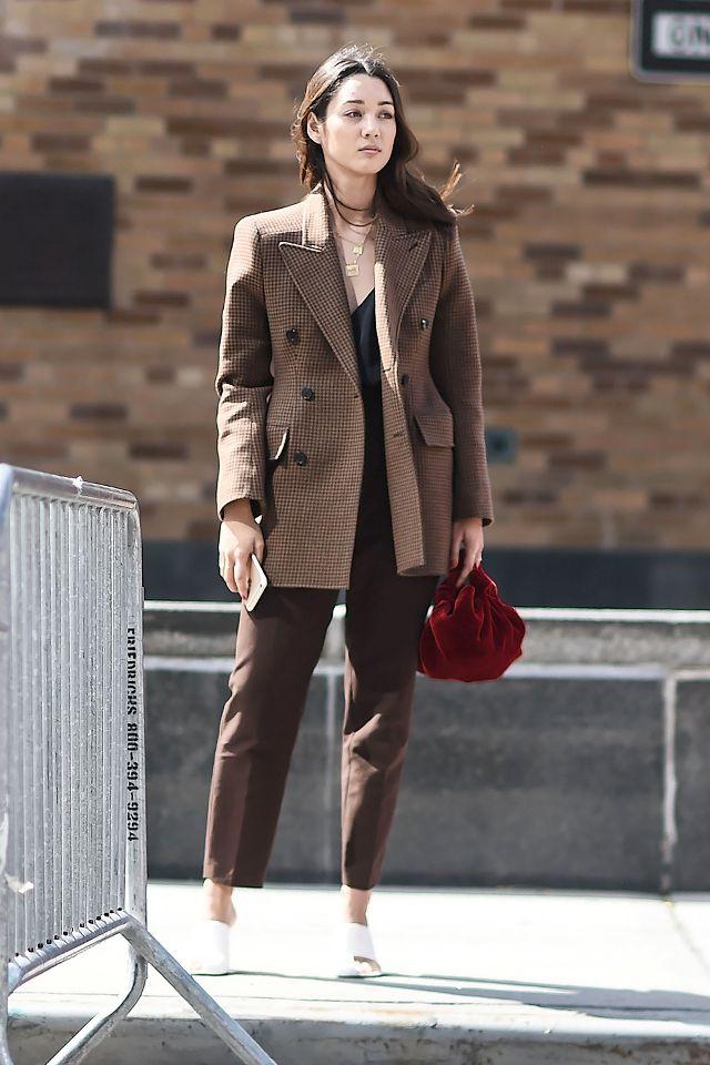 看完達人示範 7 種穿搭配色組合 你會發現棕色才是衣櫃必備