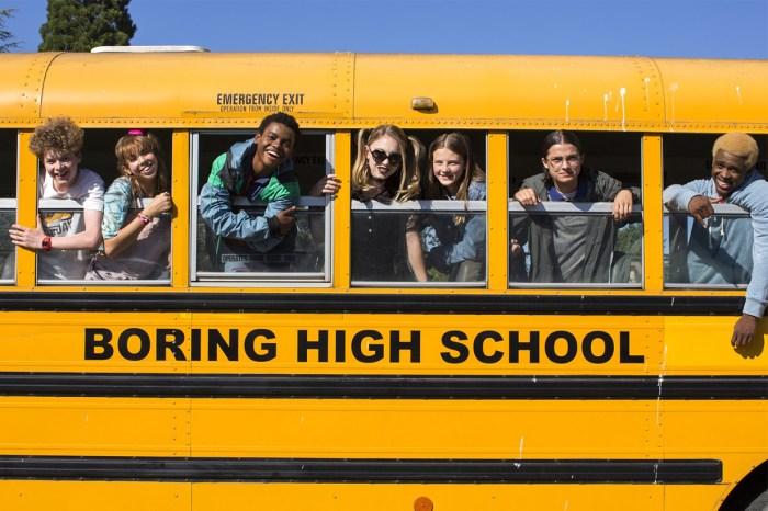 懷念你的怪咖同學嗎?Netflix 全新劇集《Everything Sucks!》帶你回到高中最青春時期!