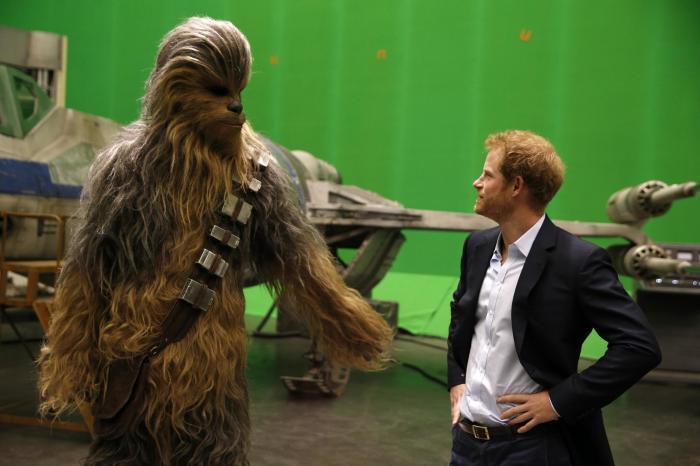 哈利王子與威廉王子原來有參演《Star Wars》!但戲份全被剪掉了?