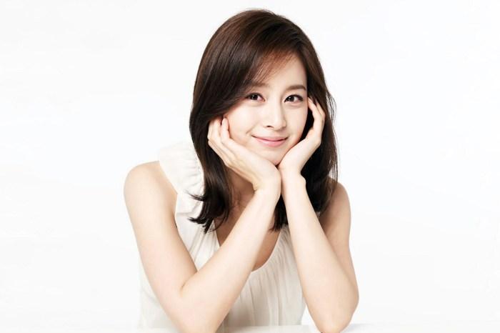 「南韓第一美女」金泰希產後首度曝光,甜笑回應粉絲:「新作品正在努力中!」
