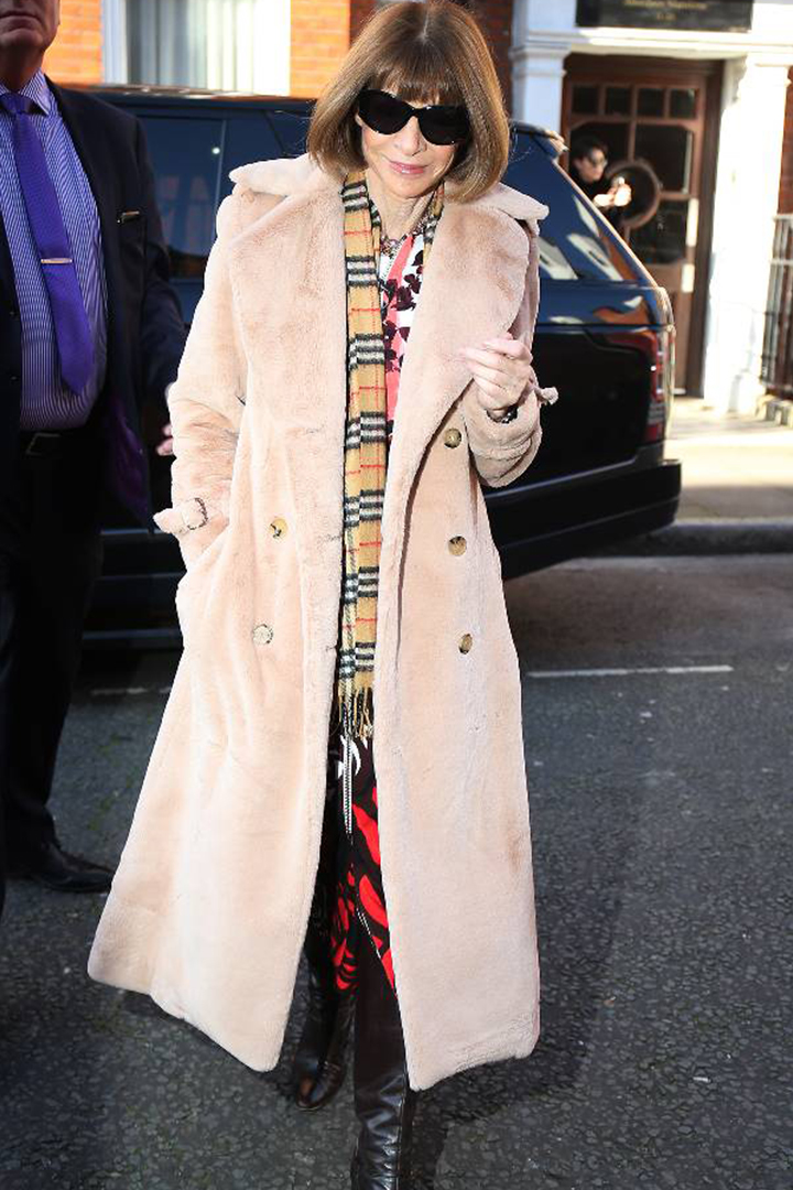 Anna Wintour 親身示範如何僅靠一雙長 Boots 走天涯