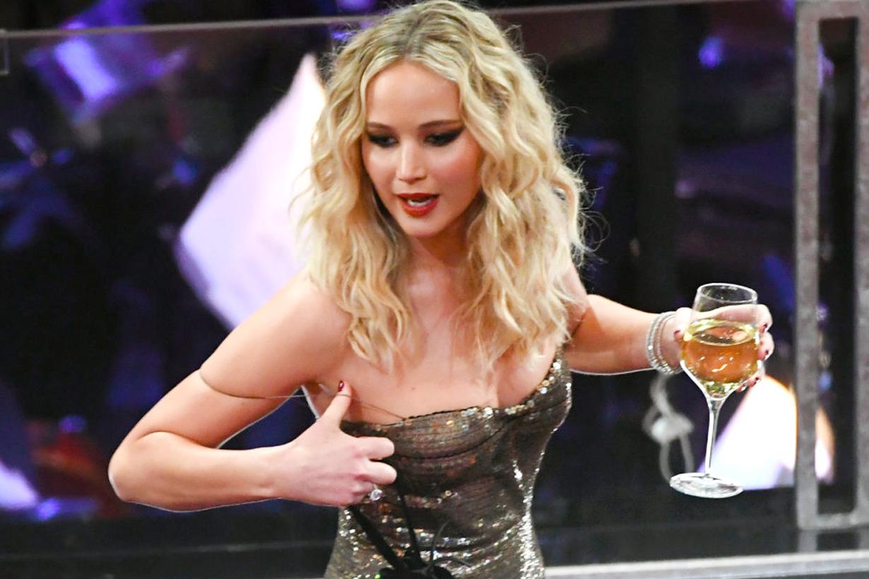 #奧斯卡2018 Jennifer Lawrence 漏網鏡頭全曝光 進會場第一件事拿酒