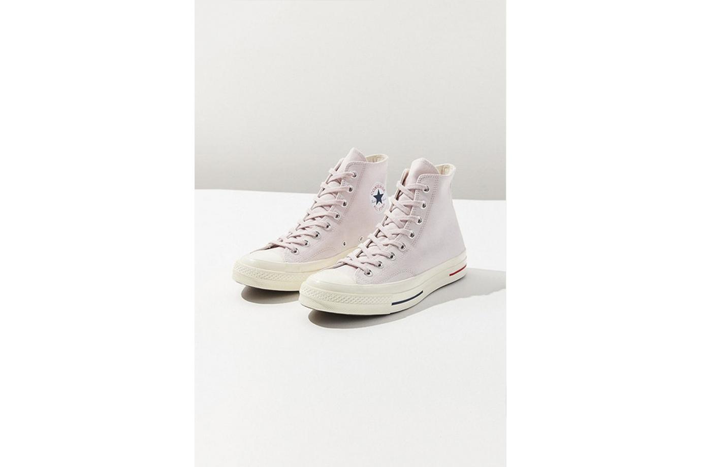 Converse 全新粉色鞋款好適合迎接夏日
