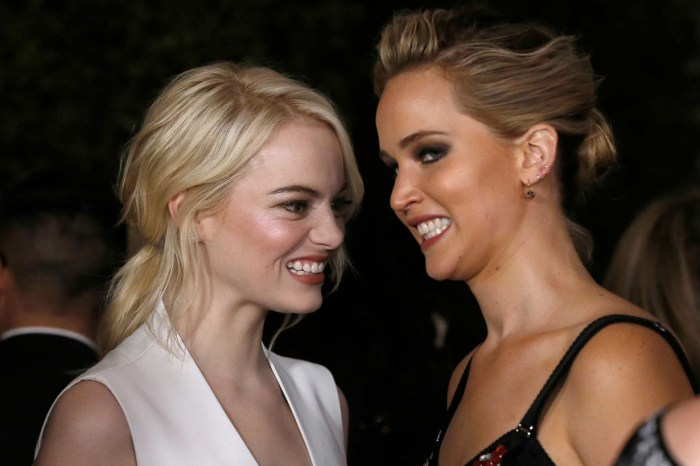 #奧斯卡2018:看 Jennifer Lawrence、Emma Stone 好姐妹台下互動,成為最逗趣橋段!