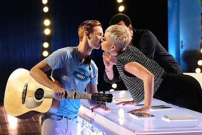 參賽《American Idol》的意外收穫?Katy Perry 奪走這位 19 歲大男孩的初吻!