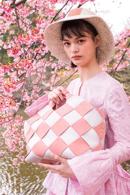 粉色天下LOEWE 2018全新春夏系列讓你締造浪漫與前衛的時尚造型