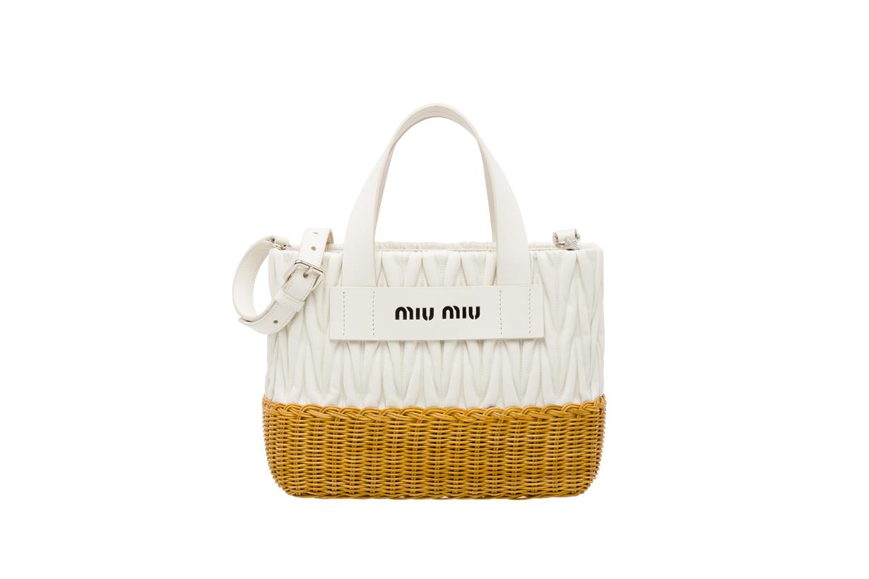 Image of 夏日怎能錯過時髦的渡假風格?Miu Miu 新系列竹藤包會是你最完美的選擇!