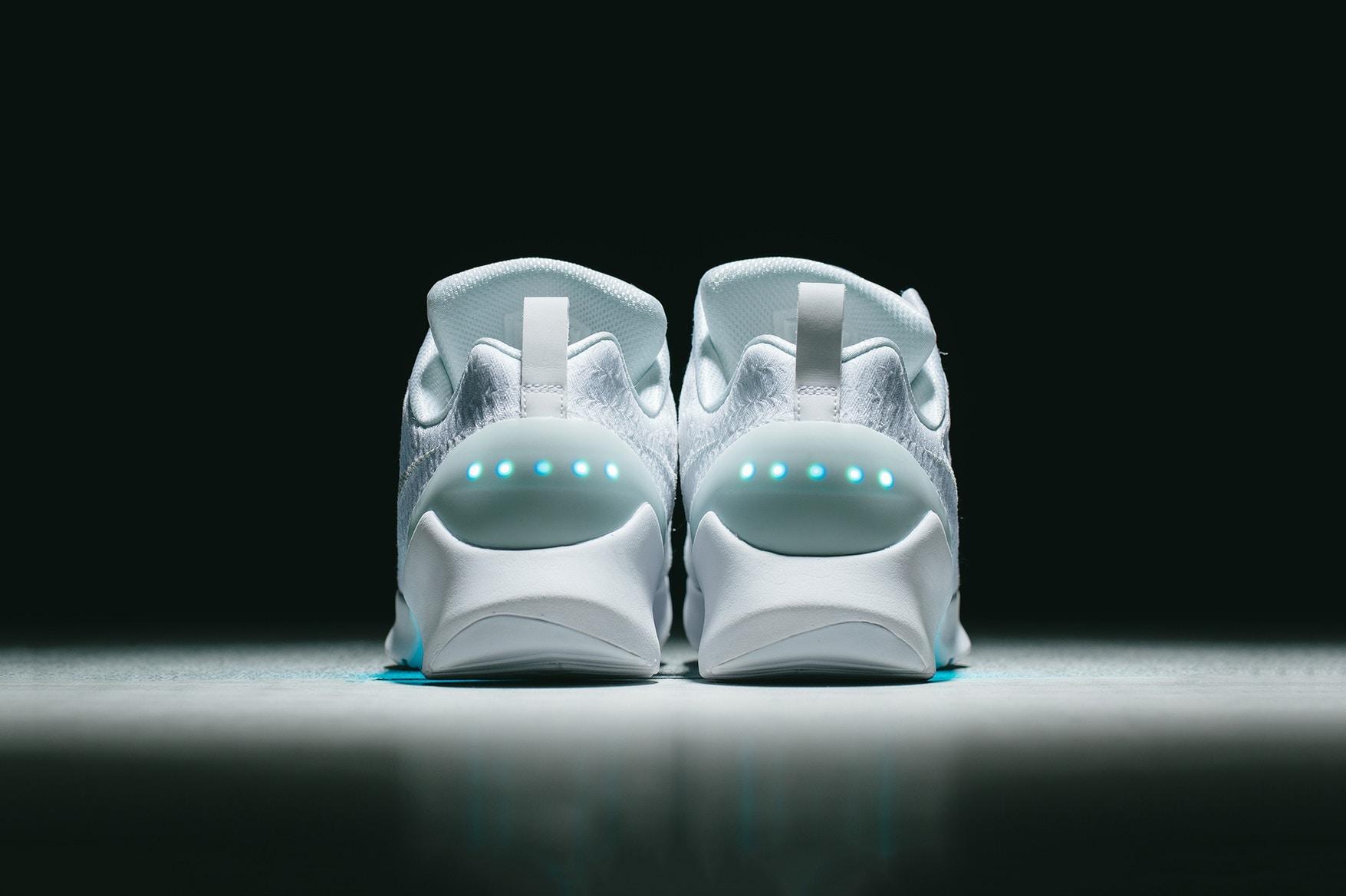 回到未來電影成真 自動綁鞋帶 鞋底發光的 NIKE HyperAdapt 1.0 波鞋明日在 invincible 開賣