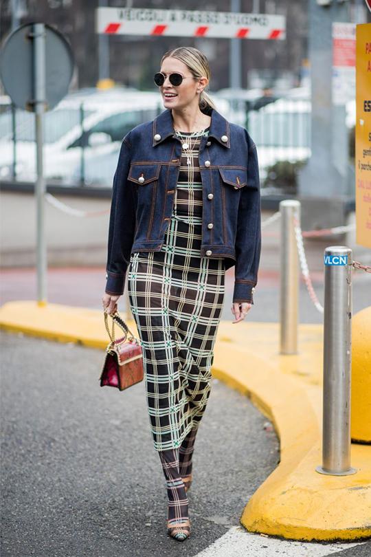 牛仔外套時尚街拍造型示範
