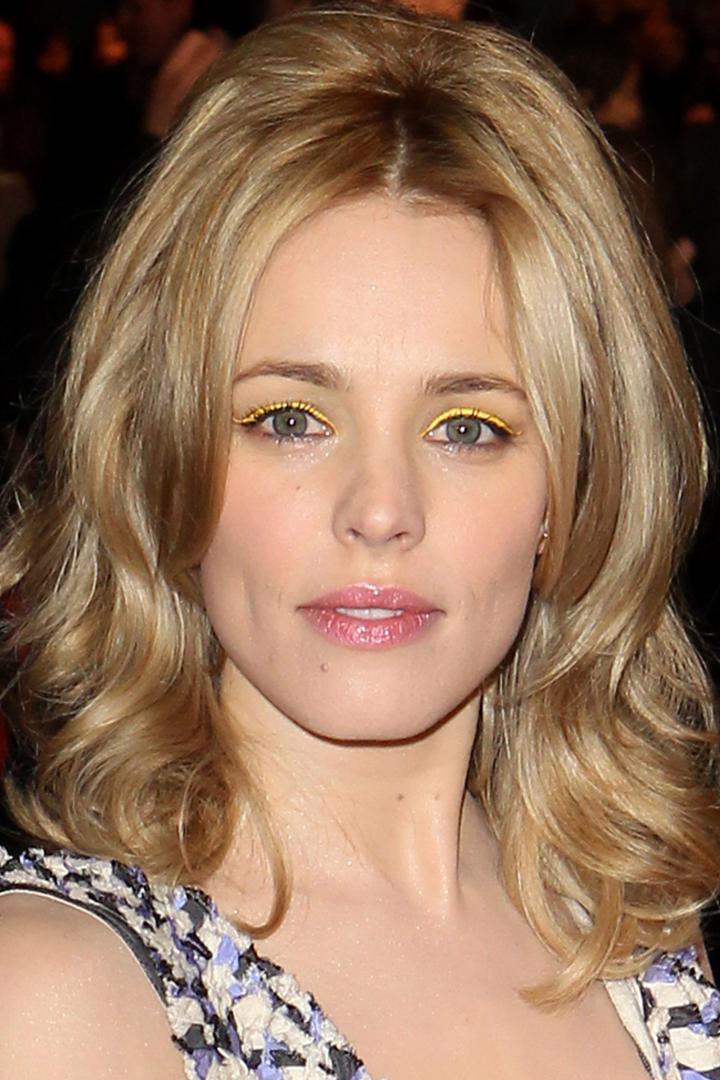 Celebrities makeup yellow eyeshadow makeup margot robbie rihanna zendaya vanessa hudgens Emily Ratajkowski elle fanning selena gomez