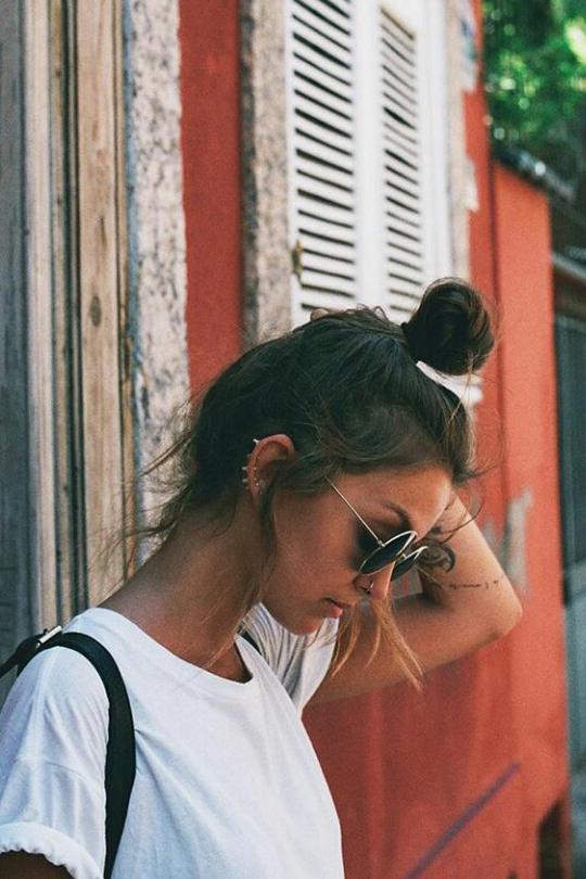 messy-bun-summer-hairstyle-inspiration