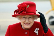 一生只有一次被拍到穿着褲子-7 個關於英女王衣櫃的秘密,你絕對不知道!