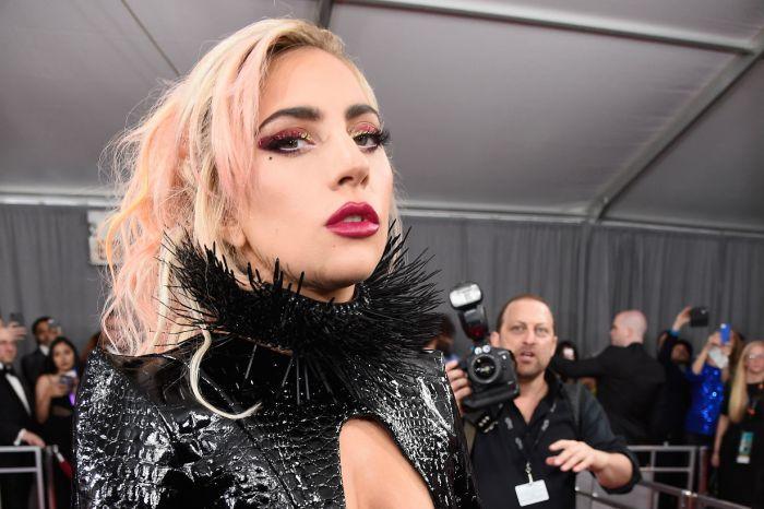 網友搞笑發起連署:「禁止 Lady Gaga 因買 Starbucks 荒廢歌唱事業!」