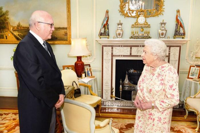 因為這幀照片,成為英女皇珍愛哈里王子和 Meghan Markle 的證據!