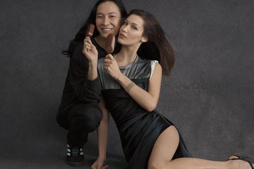 最時尚的雪糕無誤!Bella Hadid 性感入鏡 Alexander Wang x Magnum 聯名廣告