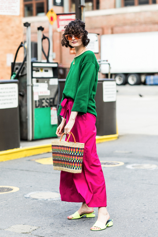 net bag and straw bag street style