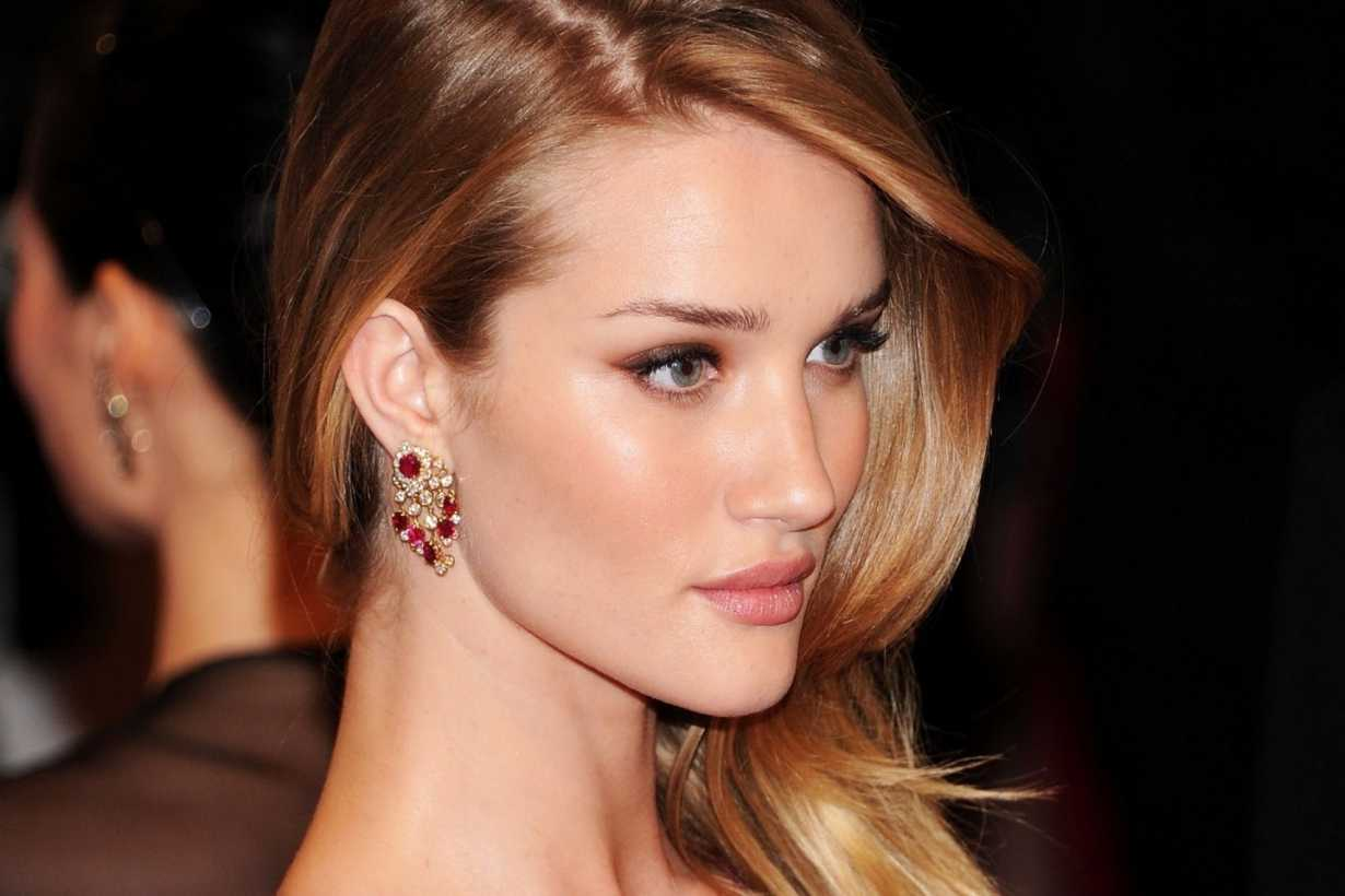 rosie-huntington-whiteley-launches-beauty-site-rose-inc