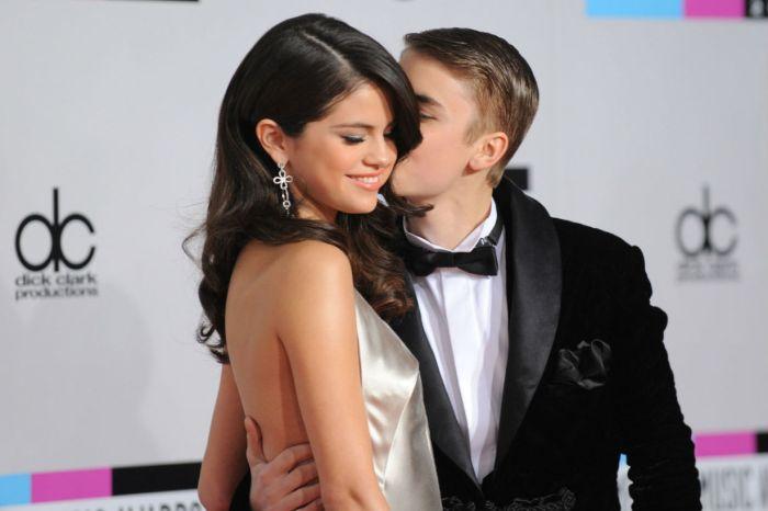 復合有譜?Selena Gomez 對 Justin Bieber 釋放訊息:「雖然不應該,但我還是想抱著你…」
