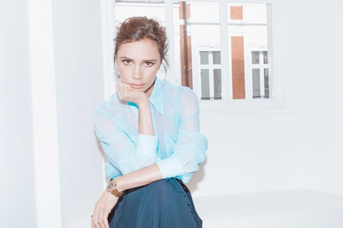 Victoria Beckham 上傳超近自拍照令人驚呼:「這是 44 歲該有的肌膚?」
