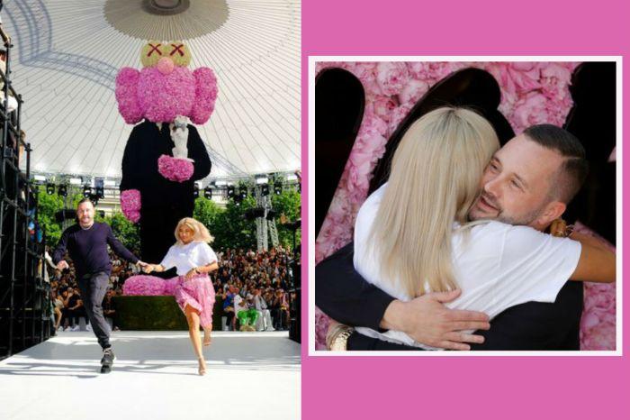 Dior 首場大秀上,Kim Jones 牽著謝幕的這位「潮女」是何方神聖?