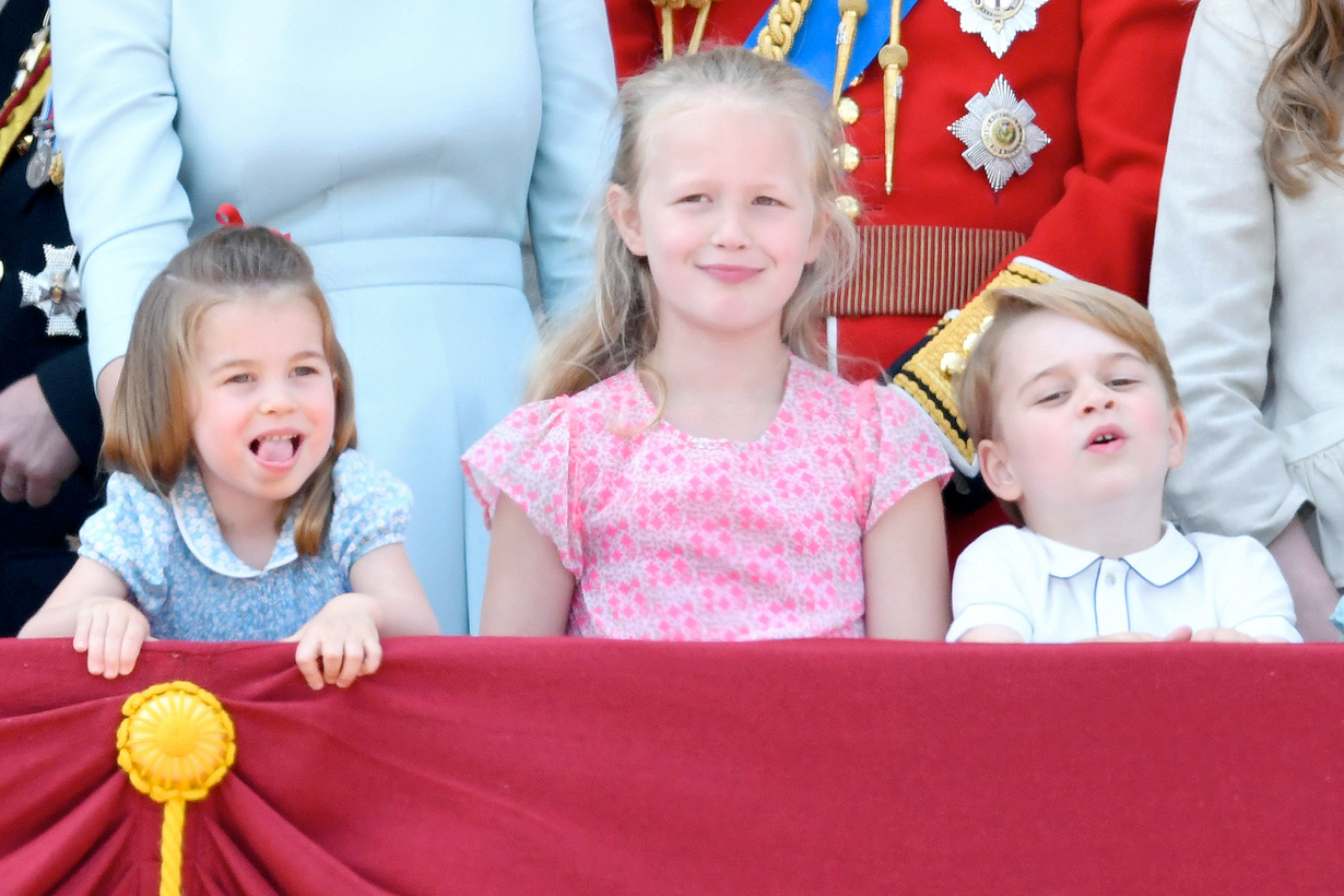 princess charlotte queen elizabeth copy wave trooping the colour 2018 cutest moment