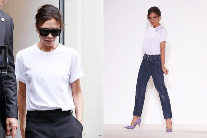 白 Tee 超級粉絲 Victoria Beckham 竟然轉穿這款 T-shirt!是準備帶起下一股潮流嗎?