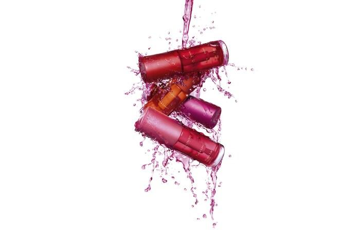 專訪品牌家族成員-Clarins 新推的唇水以水為基底,沒想到塗上後反而更鎖色更輕盈
