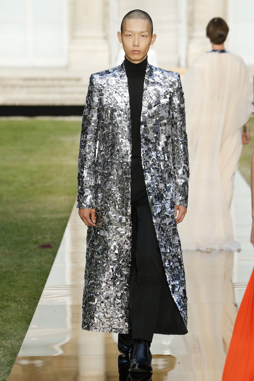 Givenchy Audrey Hepburn 2018 fall haute couture runway LBD