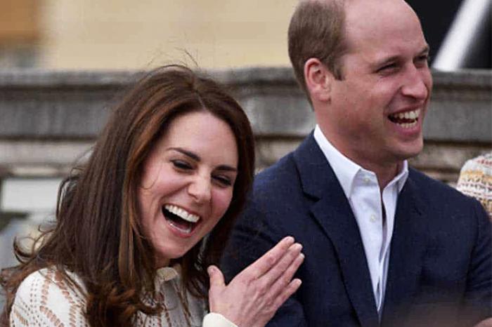 最有趣一幕:威廉王子在正式場合忍不住「偷笑」,被凱特當場抓包!